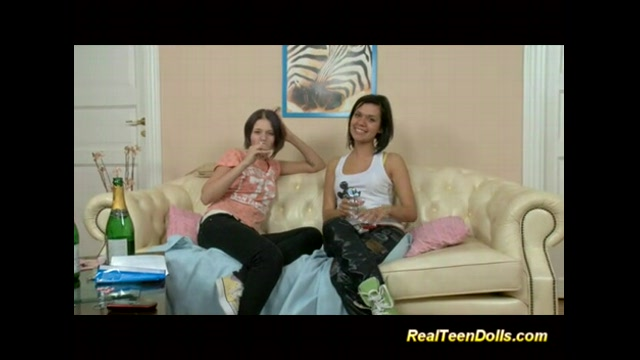 video-russkie-lesbiyanki-trahayutsya
